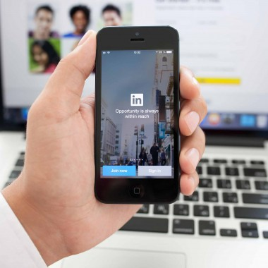 How to build your LinkedIn profile in 5 minutes a day